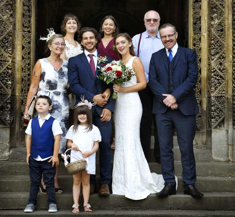 Sesión de fotos de boda en familia luego de la ceremonia